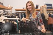 Fashion for Charity - Bestseller Headquarter - Do 24.09.2015 - Martina KAISER beim Shoppen145