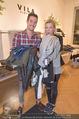 Fashion for Charity - Bestseller Headquarter - Do 24.09.2015 - Andreas MORAVEC mit Freundin TANJA beim Shoppen195