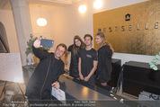 Fashion for Charity - Bestseller Headquarter - Do 24.09.2015 - Volker PIESCZEK macht Selfie mit Hostessen247