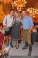 Almdudler Trachtenprächenball - Rathaus - Fr 25.09.2015 - Gabriele EULER-ROLLE mit Sohn Elias und Ehemann Matthias91