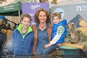 Milka - lila liebt grün - Palmenhaus - Fr 25.09.2015 - Maya HAKVOORT mit S�hnen Joshua und James26