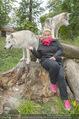 Wolf Experience - Wolfsgehege Ernstbrunn - Mi 30.09.2015 - Susanna HIRSCHLER mit W�lfen, Wolf16