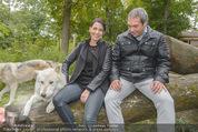 Wolf Experience - Wolfsgehege Ernstbrunn - Mi 30.09.2015 - Carina SCHWARZ, Robert LETZ mit W�lfen, Wolf22