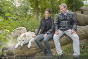 Wolf Experience - Wolfsgehege Ernstbrunn - Mi 30.09.2015 - Carina SCHWARZ, Robert LETZ mit W�lfen, Wolf23