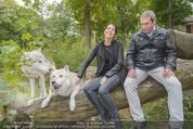 Wolf Experience - Wolfsgehege Ernstbrunn - Mi 30.09.2015 - Carina SCHWARZ, Robert LETZ mit W�lfen, Wolf24