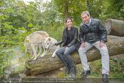 Wolf Experience - Wolfsgehege Ernstbrunn - Mi 30.09.2015 - Carina SCHWARZ, Robert LETZ mit W�lfen, Wolf25