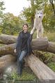 Wolf Experience - Wolfsgehege Ernstbrunn - Mi 30.09.2015 - Carina SCHWARZ mit W�lfen, Wolf34