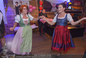 1. Wiener DamenWiesn - Wiener Wiesn Prater - Do 08.10.2015 - Eva P�LZL und Inge KLINGOHR tanzen152