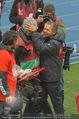 Österreich - Liechtenstein - Ernst Happel Stadion - Mo 12.10.2015 - Marcel KOLLER macht Spa� mit Kameramann (M�tze)101