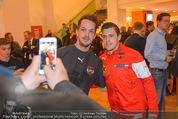 Österreich - Liechtenstein - Ernst Happel Stadion - Mo 12.10.2015 - Zlatko JUNUZOVIC (Selfie mit Fans)146