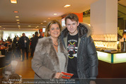 Österreich - Liechtenstein - Ernst Happel Stadion - Mo 12.10.2015 - Bettina GLATZ-KREMSNER mit Sohn Constantin23