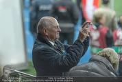 Österreich - Liechtenstein - Ernst Happel Stadion - Mo 12.10.2015 - Erwin PR�LL filmt mit Handy59