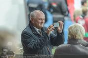 Österreich - Liechtenstein - Ernst Happel Stadion - Mo 12.10.2015 - Erwin PR�LL filmt mit Handy60