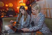 Baumann Kalenderpräsentation - Eden Bar - Mi 14.10.2015 - Claudia EFFENBERG mit Tochter Lucia44