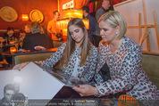 Baumann Kalenderpräsentation - Eden Bar - Mi 14.10.2015 - Claudia EFFENBERG mit Tochter Lucia45