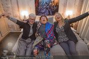 Charity Flohmarkt - Altstadt Hotel - Do 15.10.2015 - Claudia ST�CKL, Marianne KOHN, Inge PRADER1