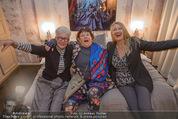 Charity Flohmarkt - Altstadt Hotel - Do 15.10.2015 - Claudia ST�CKL, Marianne KOHN, Inge PRADER10
