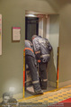 Charity Flohmarkt - Altstadt Hotel - Do 15.10.2015 - Feuerwehr versucht steckengebliebenen Lift zu �ffnen13