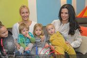 Sarah Connor Besuch - Ronald McDonald Kinderhilfehaus - Do 22.10.2015 - Sarah CONNOR, Sonja KLIMA mit Kindern1