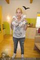 Sarah Connor Besuch - Ronald McDonald Kinderhilfehaus - Do 22.10.2015 - Sarah CONNOR mit Maskottchenschaf25