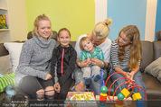 Sarah Connor Besuch - Ronald McDonald Kinderhilfehaus - Do 22.10.2015 - Sarah CONNOR mit Kindern30