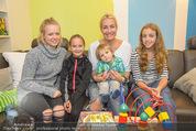 Sarah Connor Besuch - Ronald McDonald Kinderhilfehaus - Do 22.10.2015 - Sarah CONNOR mit Kindern31