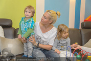 Sarah Connor Besuch - Ronald McDonald Kinderhilfehaus - Do 22.10.2015 - Sarah CONNOR mit Kindern37
