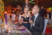 Ronald McDonald Gala - Marx Halle - Do 22.10.2015 - Sabine LISICKI, Oliver POCHER macht Seifenblasen103