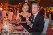 Ronald McDonald Gala - Marx Halle - Do 22.10.2015 - Sabine LISICKI, Oliver POCHER macht Seifenblasen104