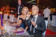 Ronald McDonald Gala - Marx Halle - Do 22.10.2015 - Sabine LISICKI, Oliver POCHER macht Seifenblasen106