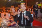 Ronald McDonald Gala - Marx Halle - Do 22.10.2015 - Sabine LISICKI, Oliver POCHER macht Seifenblasen107