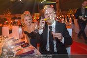 Ronald McDonald Gala - Marx Halle - Do 22.10.2015 - Sabine LISICKI, Oliver POCHER macht Seifenblasen108