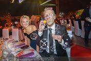 Ronald McDonald Gala - Marx Halle - Do 22.10.2015 - Sabine LISICKI, Oliver POCHER macht Seifenblasen109