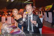 Ronald McDonald Gala - Marx Halle - Do 22.10.2015 - Sabine LISICKI, Oliver POCHER macht Seifenblasen110