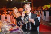 Ronald McDonald Gala - Marx Halle - Do 22.10.2015 - Sabine LISICKI, Oliver POCHER macht Seifenblasen111