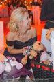 Ronald McDonald Gala - Marx Halle - Do 22.10.2015 - Sabine LISICKI mit Stofftieren (Schildkr�ten)150
