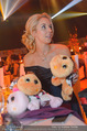 Ronald McDonald Gala - Marx Halle - Do 22.10.2015 - Sabine LISICKI mit Stofftieren (Schildkr�ten)154