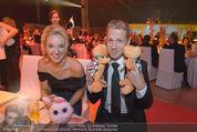Ronald McDonald Gala - Marx Halle - Do 22.10.2015 - Sabine LISICKI, Oliver POCHER mit Stofftieren (Schildkr�ten)156