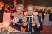 Ronald McDonald Gala - Marx Halle - Do 22.10.2015 - Sabine LISICKI, Oliver POCHER mit Stofftieren (Schildkr�ten)157