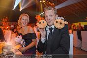 Ronald McDonald Gala - Marx Halle - Do 22.10.2015 - Sabine LISICKI, Oliver POCHER mit Stofftieren (Schildkr�ten)159