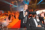 Ronald McDonald Gala - Marx Halle - Do 22.10.2015 - Oliver POCHER bei Versteigerung280