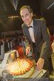 Ronald McDonald Gala - Marx Halle - Do 22.10.2015 - Christian KRPOUN mit Geburtstagstorte337