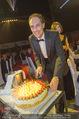 Ronald McDonald Gala - Marx Halle - Do 22.10.2015 - Christian KRPOUN mit Geburtstagstorte338