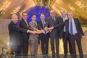 SPAR TTIP Expertentalk - Dachfoyer Hofburg - Mi 04.11.2015 - Gruppenfoto rund um Gastgeber Gerhard DREXEL26