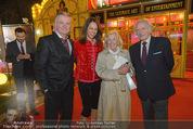 Premiere - Palazzo - Mi 11.11.2015 - Vera RUSSWURM m. Vater Georg, Scwiegermutter, Peter HOFBAUER10
