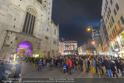 Electric Church - Stephansdom - Fr 13.11.2015 - Andrang, Menschenschlange vor der Kirche, vor dem Eingang1