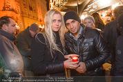 Heute Charitypunsch - Christkindlmarkt Stephansplatz - So 15.11.2015 - Eric PAPILAYA mit Freundin Julie18