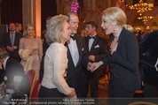 Look! Woman of the Year-Awards 2015 - Rathaus - Di 17.11.2015 - Sir Roger MOORE mit Ehefrau Lady Kristina, Kathrin GLOCK119
