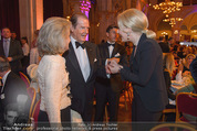 Look! Woman of the Year-Awards 2015 - Rathaus - Di 17.11.2015 - Sir Roger MOORE mit Ehefrau Lady Kristina, Kathrin GLOCK120