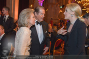 Look! Woman of the Year-Awards 2015 - Rathaus - Di 17.11.2015 - Sir Roger MOORE mit Ehefrau Lady Kristina, Kathrin GLOCK121